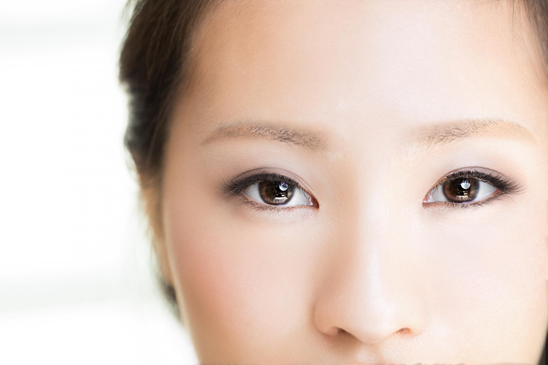 女性の目の画像01
