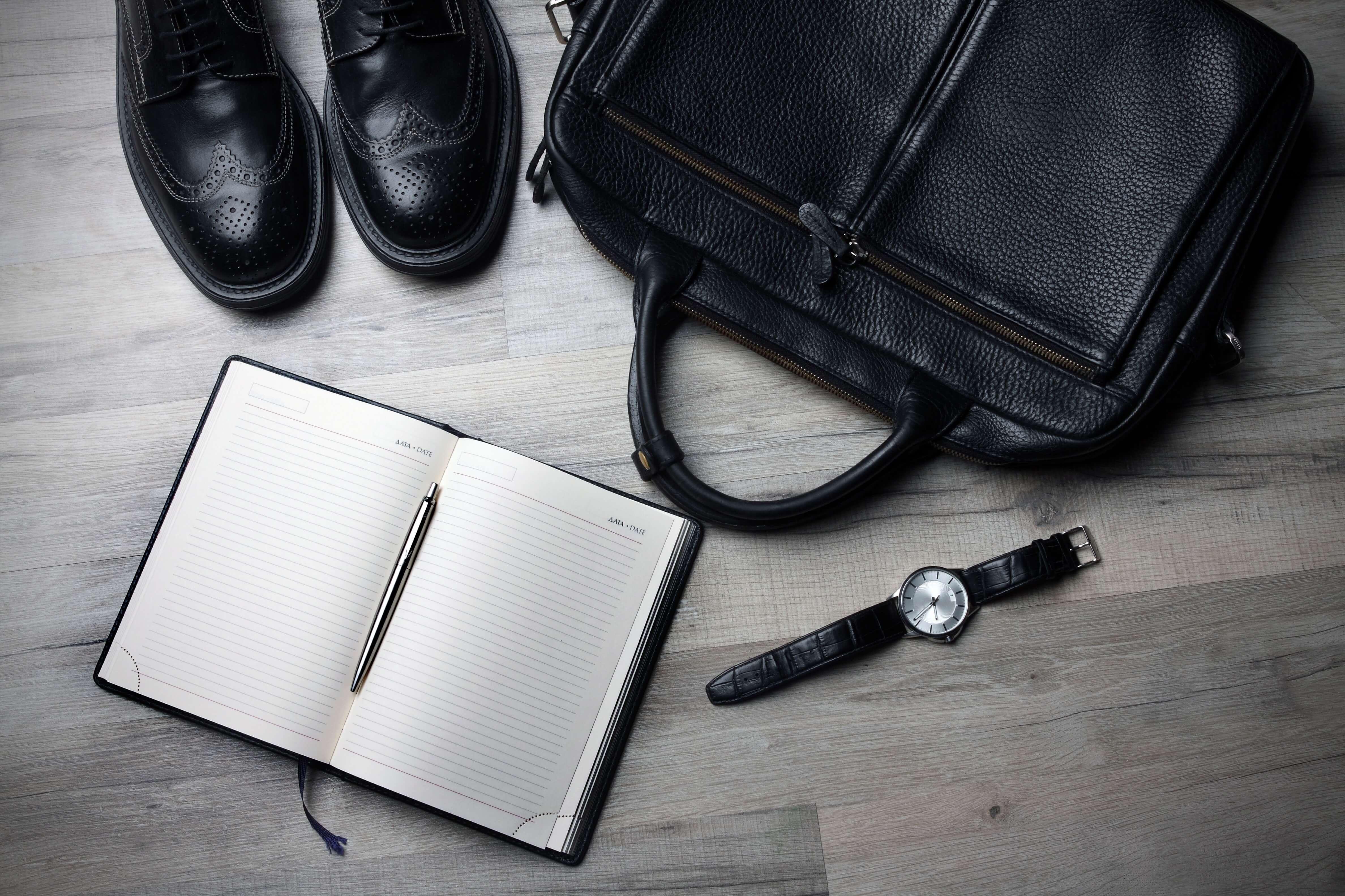 バッグ・靴・ノート・時計の画像
