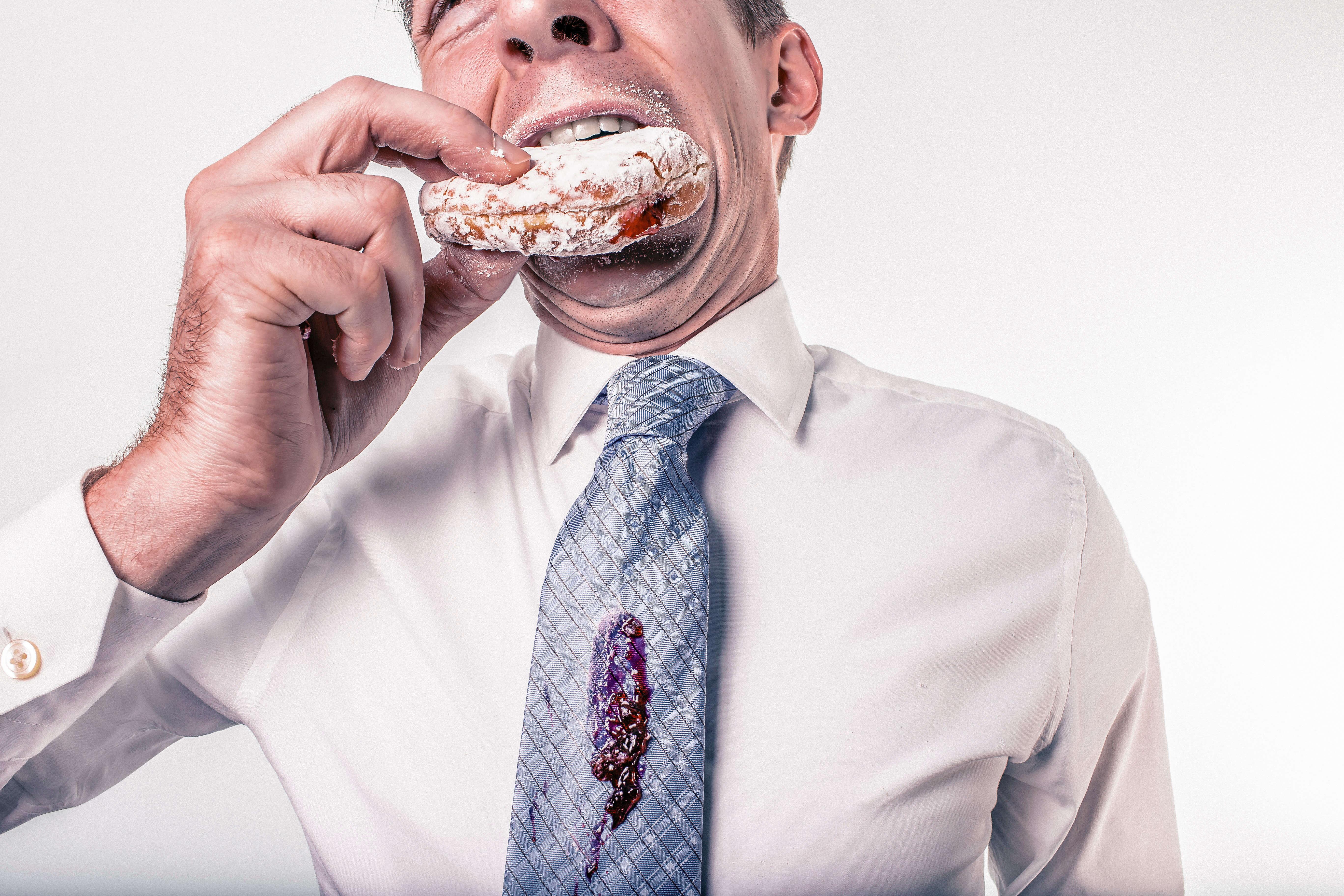 食べ方が汚い男性の画像